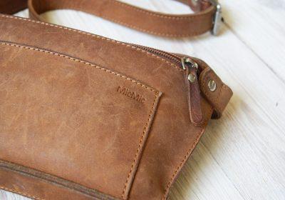 lysebrun bæltetaske