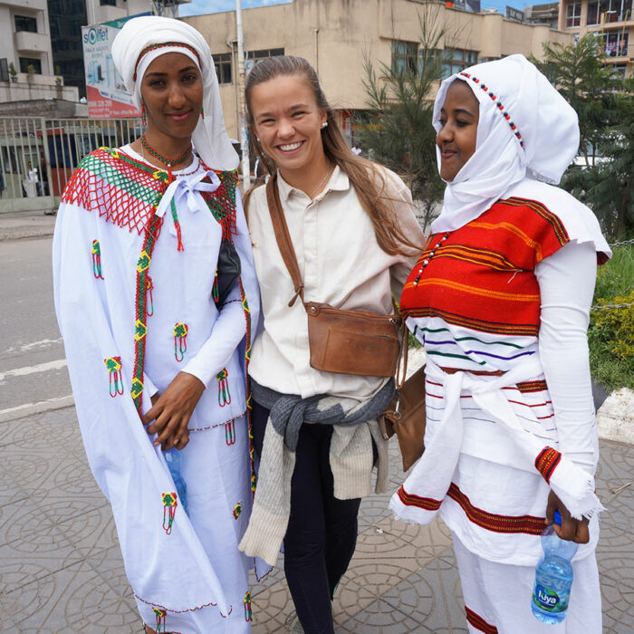 MicMic med kvinder fra den Etiopiske stamme Oromia
